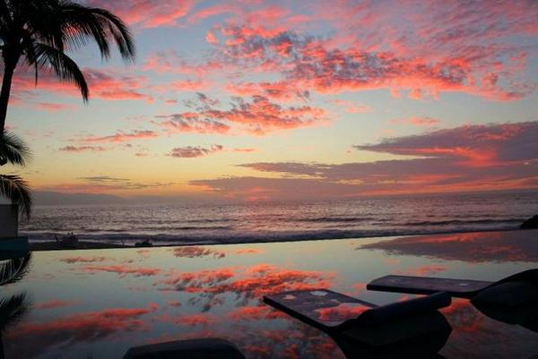 infinity-pool-dreams-resort-puerto-vallarta-mexico