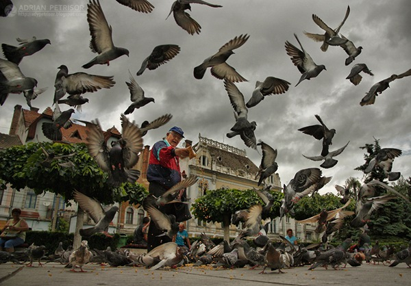 Man_with_pigeons_by_fotolympus